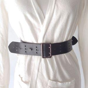 Burberry. Chunky Leather belt.